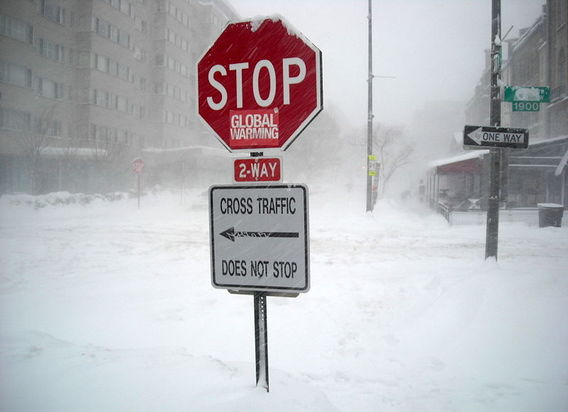 800px-agw_alarmist_fail_-_february_10__2010_blizzard