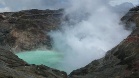 World_tour_2007.1218468000.naka-dake_crater_is_very_active