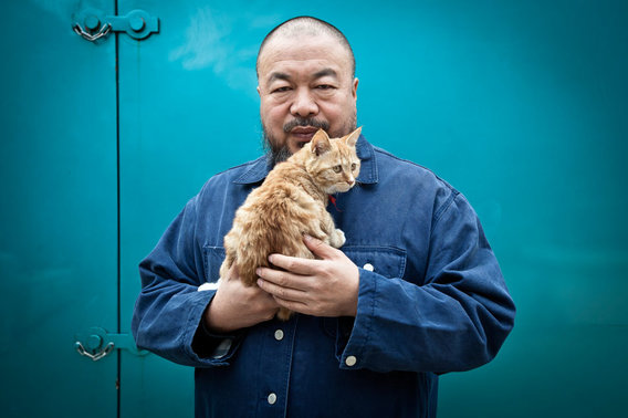 20111021_aiweiwei_portrait_beijing_studio_china01