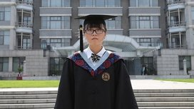 Xue_yifan_how_a_graduation_group_photo_can_make_you_famous_in_china