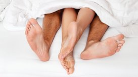 Feet_in_bed