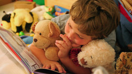 Child_reading_book