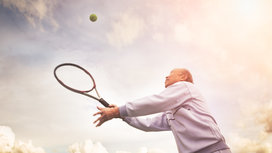 Older_man_playing_tennis