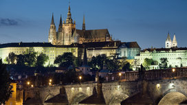 Night_view_of_the_castle_and_charles_bridge__prague_-_8034