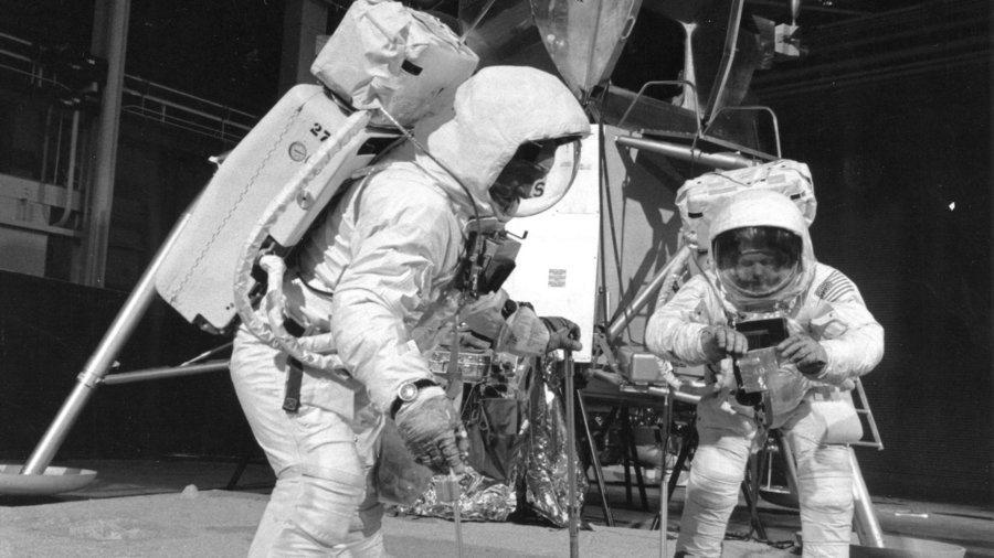 Apollo_11_crew_training