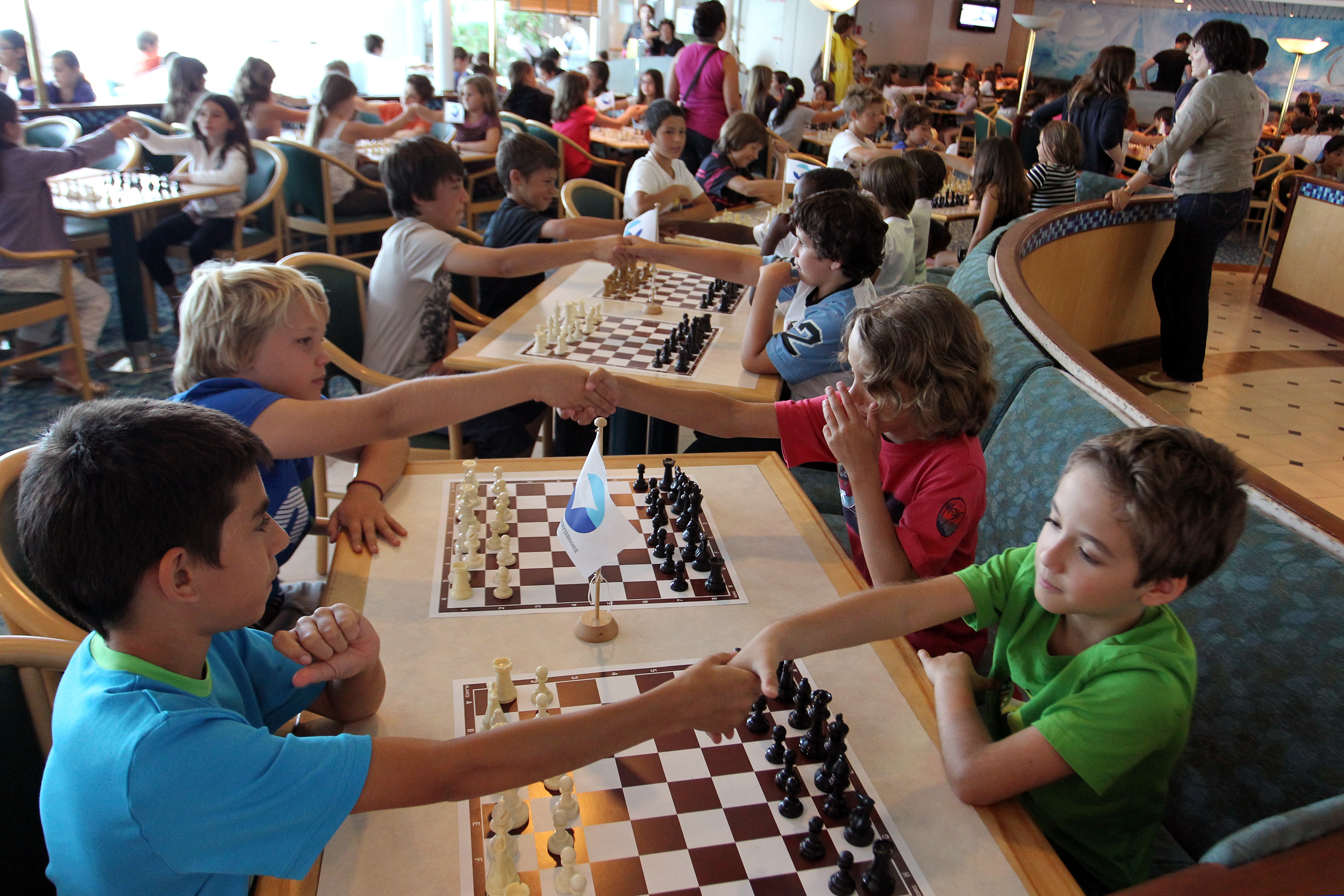 French kids playing chess